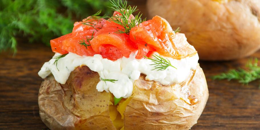 Pečeni krompir sa krem sirom i lososom