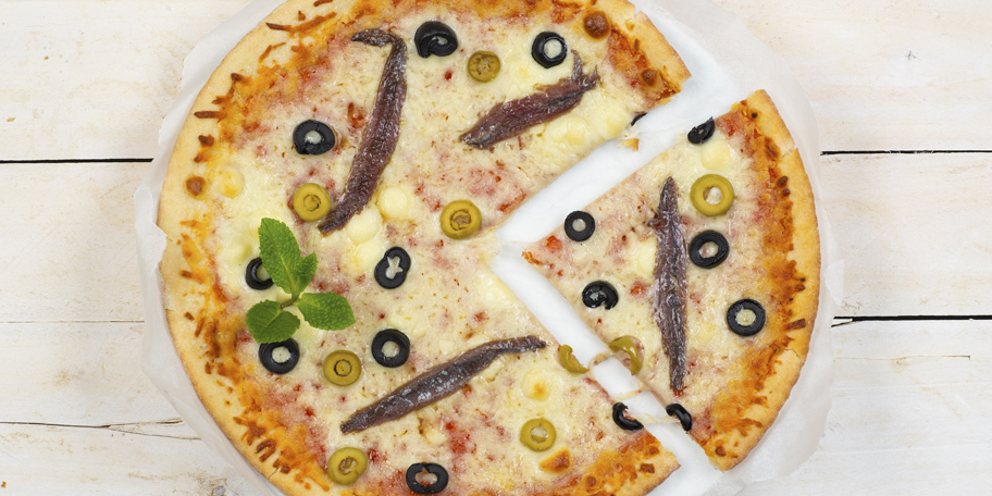 Pica sa maslinama i inćunima