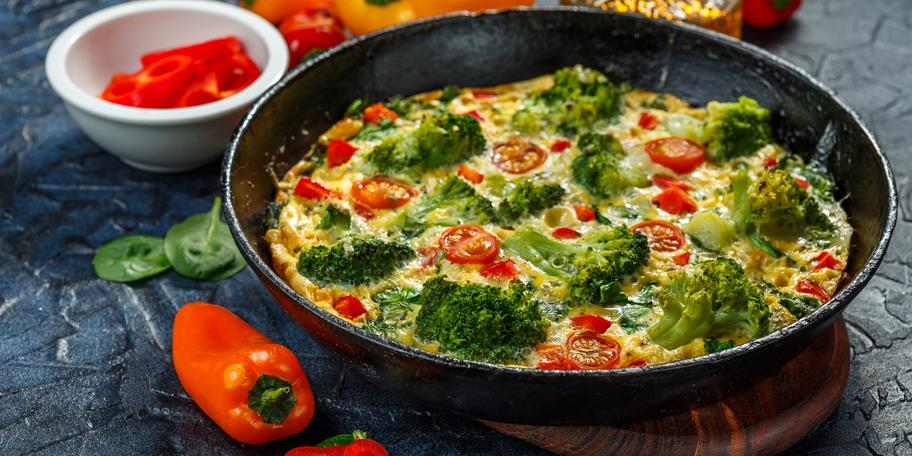 Omlet sa brokolijem i svežom paprikom