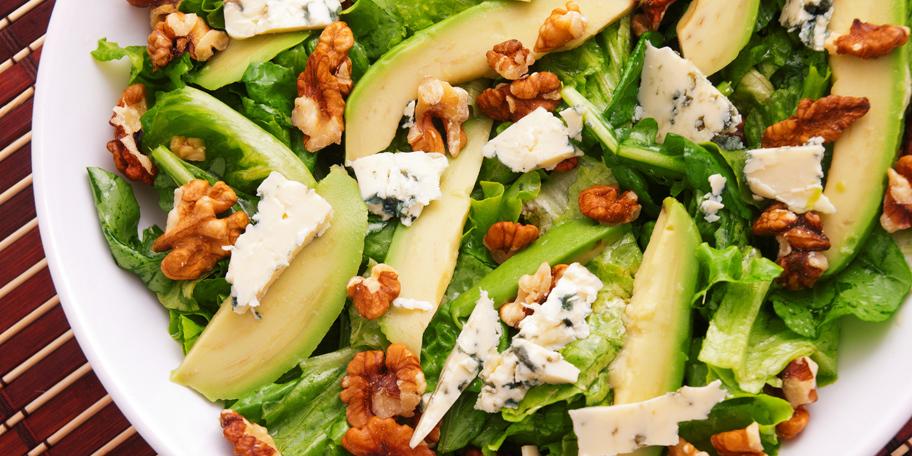 Zelena salata sa kruškama, gorgonzolom i orasima