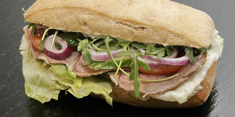 Đabata sendvič sa svinjskim mesom
