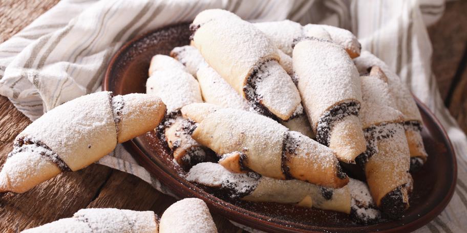 Kiflice sa čokoladnim kremom i lešnicima