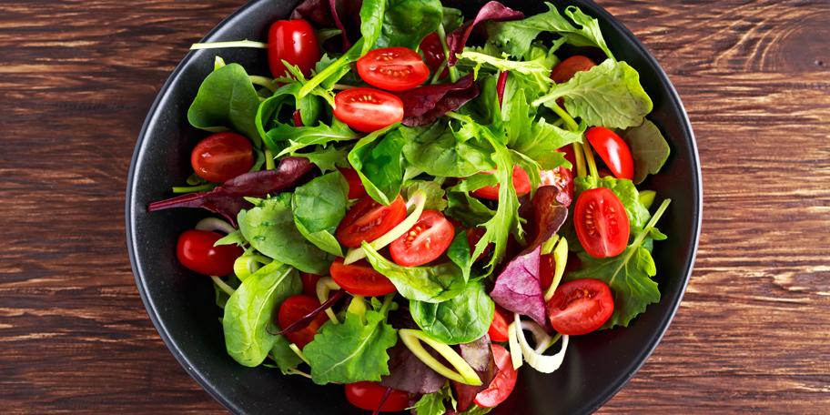 Baby salata sa čeri paradajzom i prazilukom