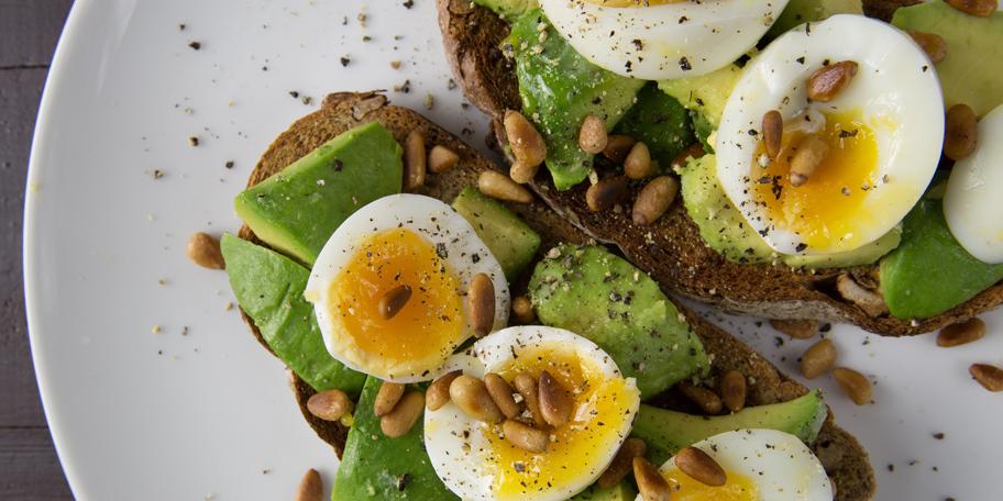 Tost sa jajima i avokadom