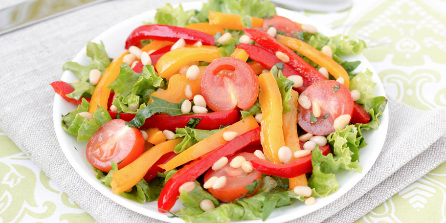Osvežavajuća šarena salata sa indijskim orahom