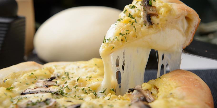 Pica sa četiri vrste sira i šampinjonima