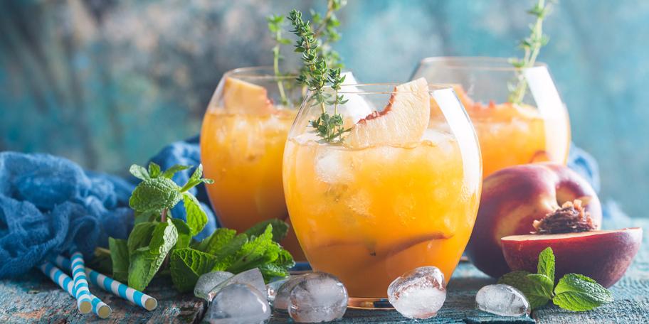 Ledeni čaj sa breskvama i rumom