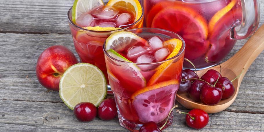 Ledeni čaj sa hibiskusom i višnjama