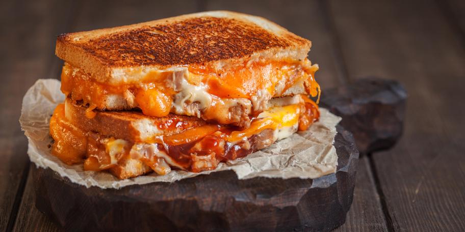 Gril sendvič sa piletinom i sirom