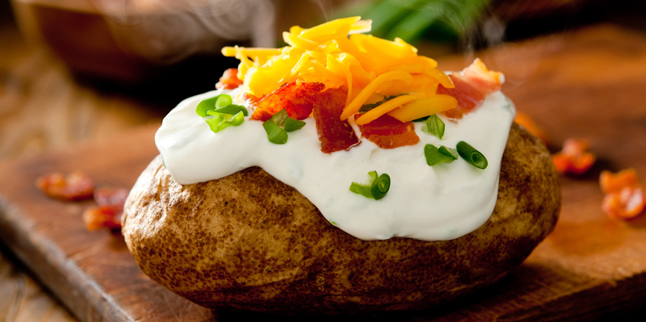 Pečeni krompir sa krem sirom i čedar sirom