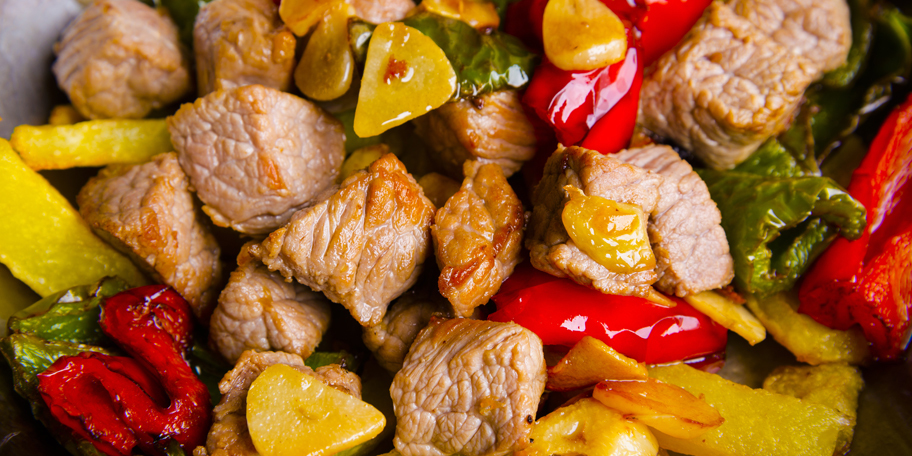Svinjetina sa pečenim paprikama