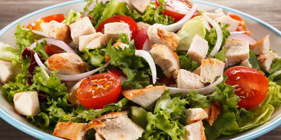 Salata sa pečenom piletinom