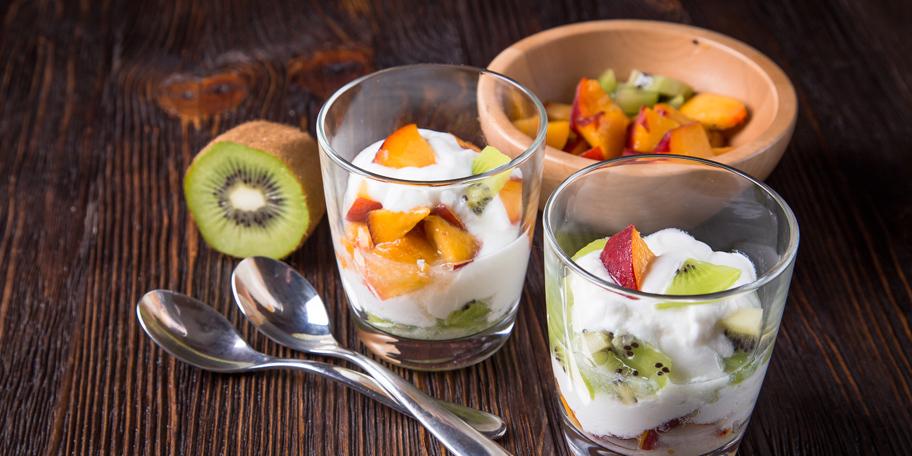 Voćna salata sa jogurtom