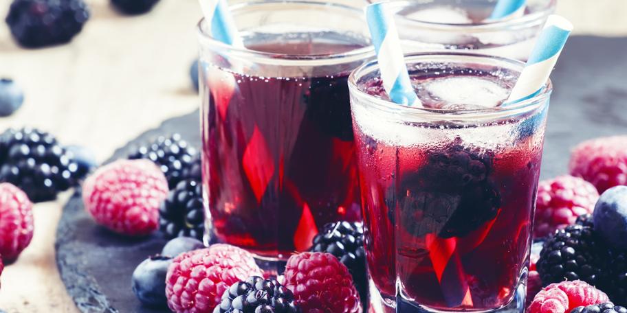 Ledeni čaj sa šumskim voćem