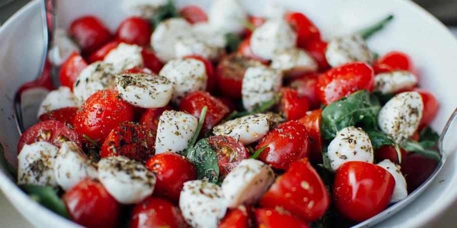 Italijanska salata sa mocarelom