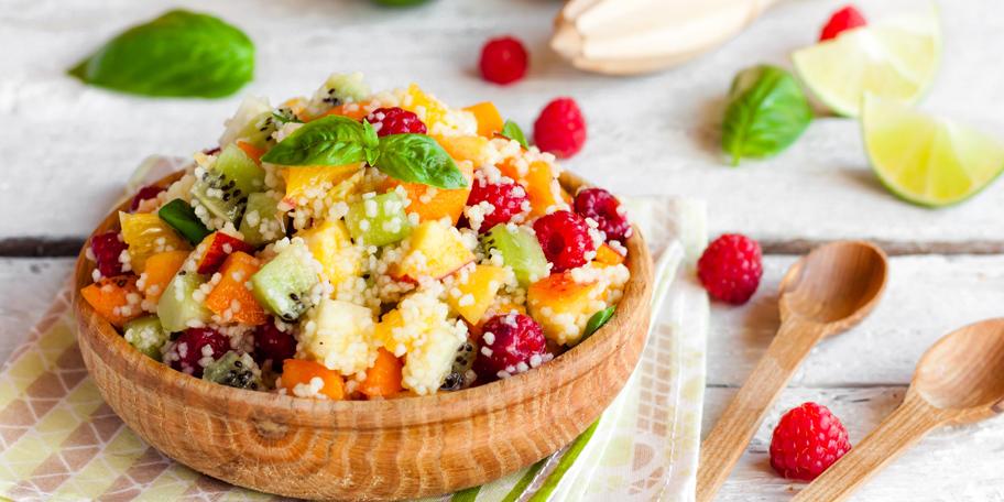 Voćna salata sa kuskusom i bosiljkom