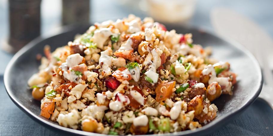 Salata sa kinoom, karfiolom, leblebijama i feta sirom