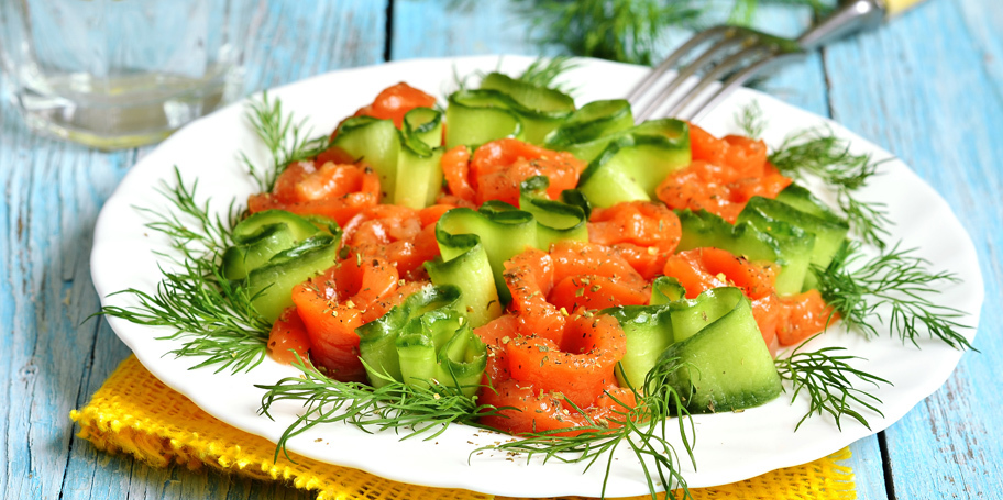 Letnja salata sa krastavcem i lososom
