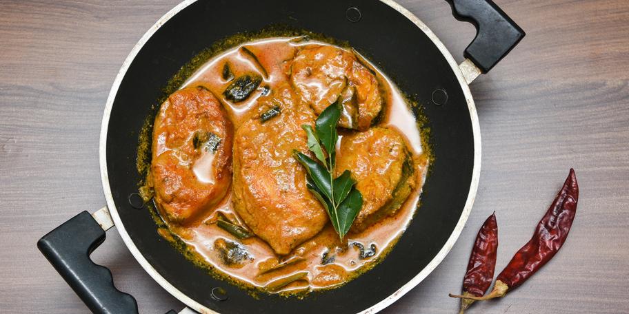 Riba u sosu od karija sa jabukama