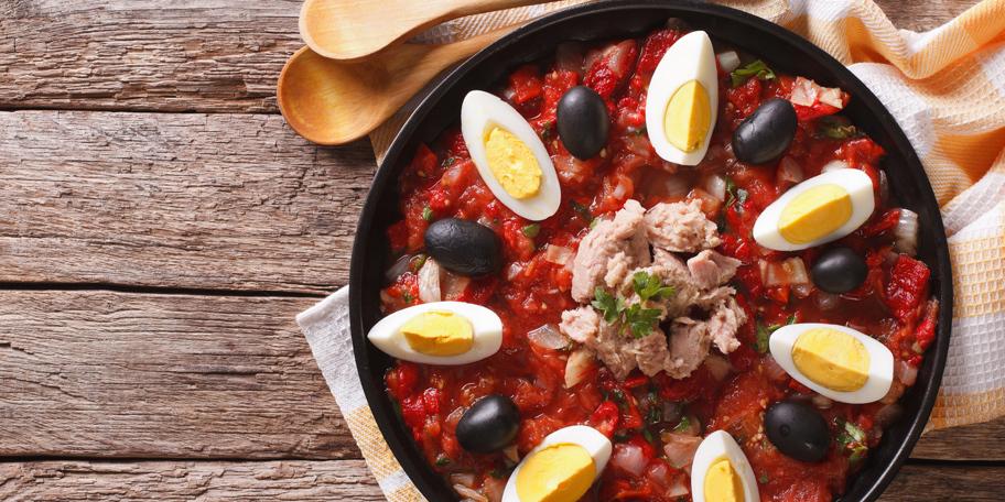 Tuna salata sa grilovanim povrćem i jajima