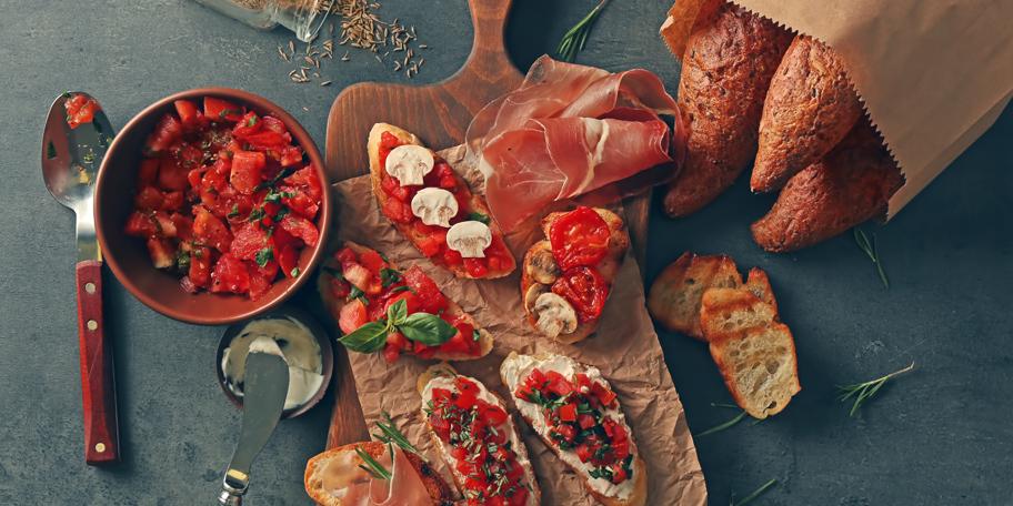 Brusketi sa paradajzom i krem sirom