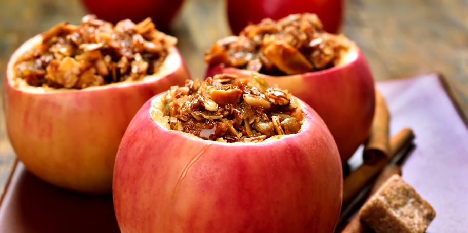 Pečene jabuke punjene bademima ili orasima i žitaricama
