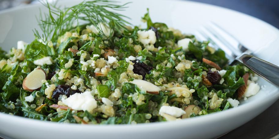 Kinoa salata sa lešnicima i mirođijom