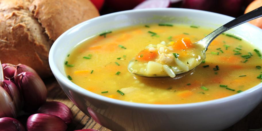 Domaća pileća supa sa rižom