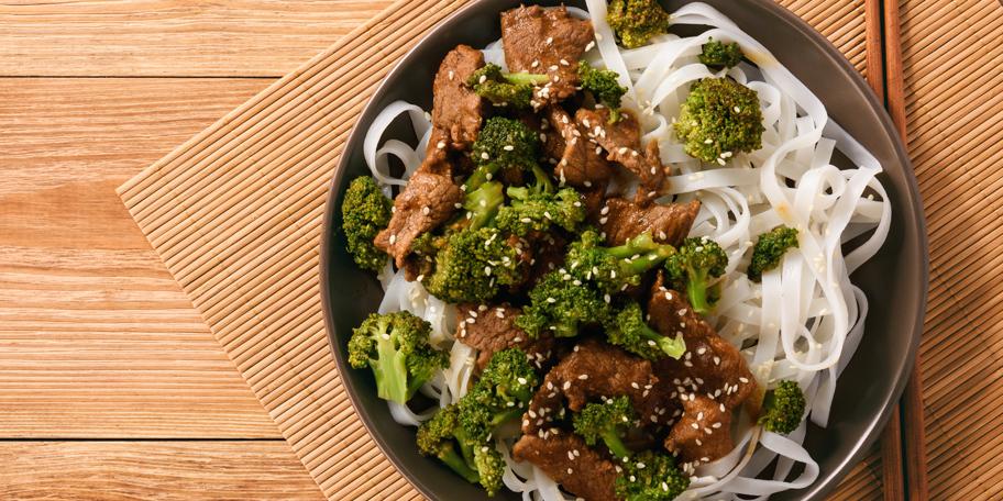 Nudle sa piletinom i brokolijem