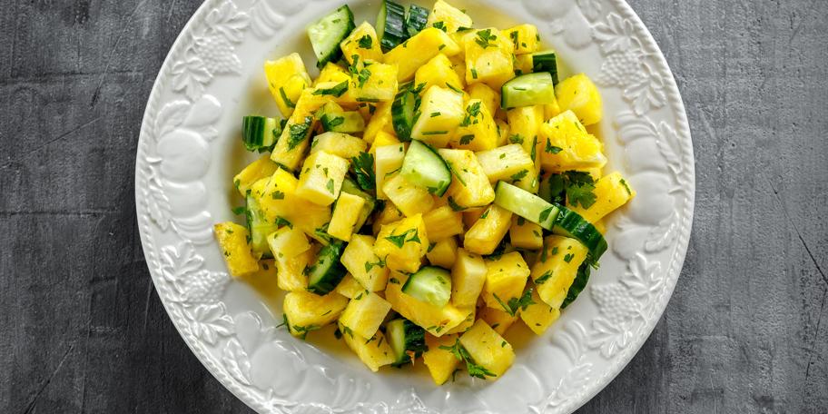 Ananas i krastavac salata