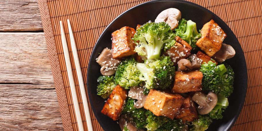 Tofu sir sa brokolijem i pečurkama