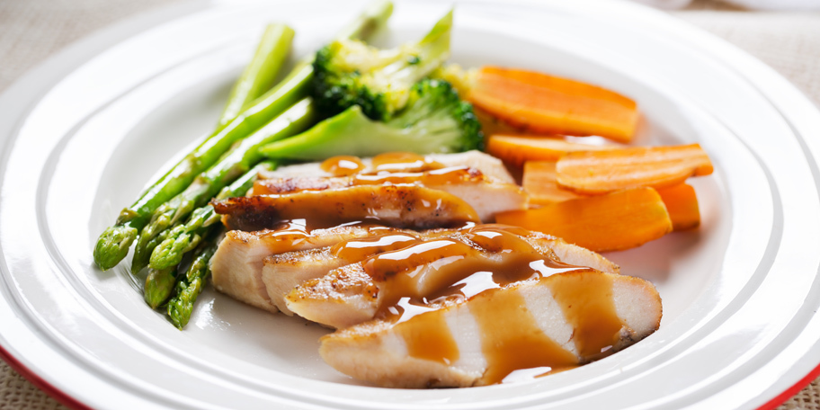 Piletina sa asparagusom i šargarepom